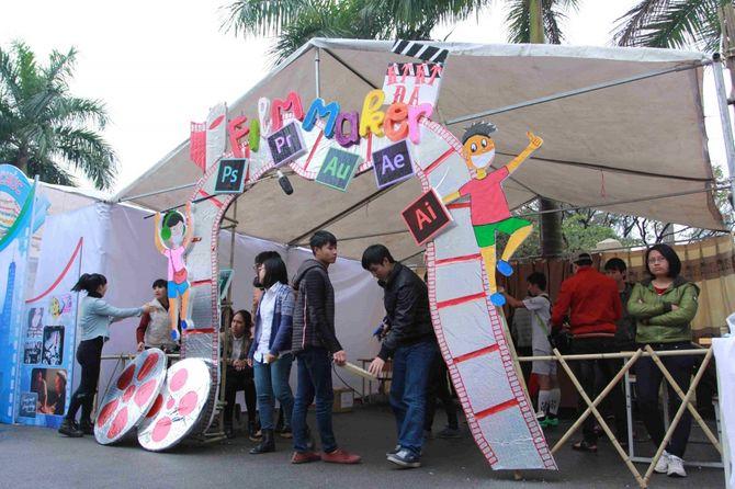 Sinh viên Sân khấu Điện ảnh Hà Nội nóng bỏng chào ngày 26/3 - Ảnh 5