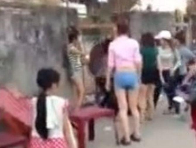 Chân dài, nữ sinh liên tiếp đánh nhau: Nữ giới ngày càng bạo? - Ảnh 3