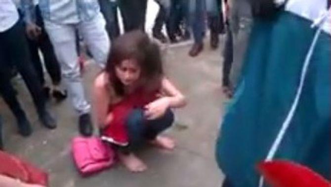 Bức xúc clip nữ sinh Bãi Cháy đánh nhau lột cả nội y của bạn - Ảnh 4