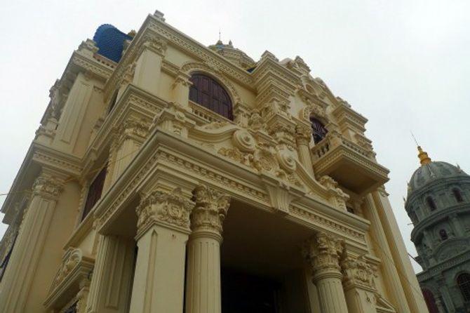 Đại gia Việt xây lâu đài, khoe tiền trăm tỷ - Ảnh 2