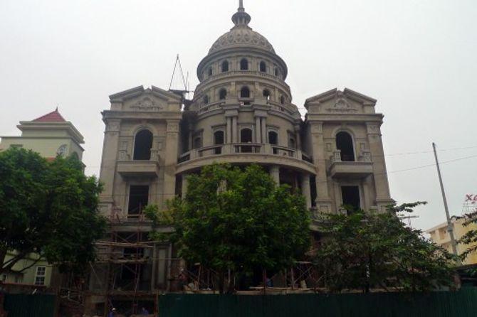 Đại gia Việt xây lâu đài, khoe tiền trăm tỷ - Ảnh 6