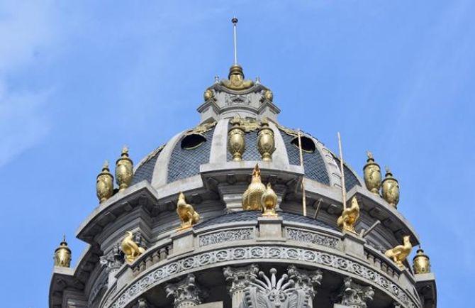 Lâu đài gắn 6 con gà dát vàng của đại gia Cầu Giấy - Ảnh 2