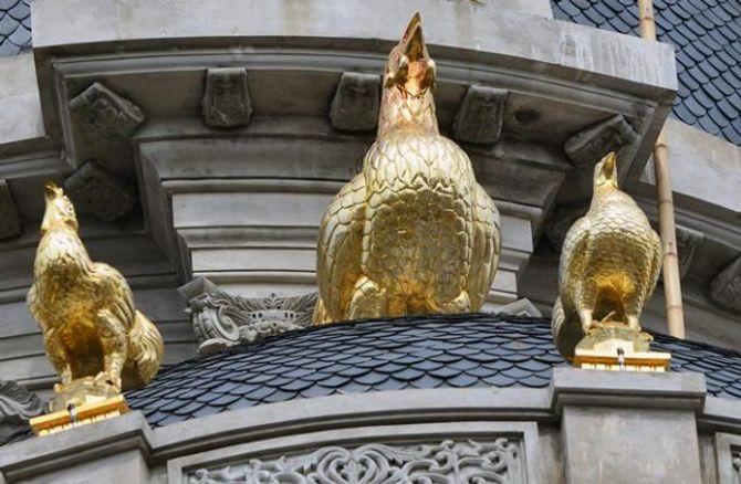 Lâu đài gắn 6 con gà dát vàng của đại gia Cầu Giấy - Ảnh 5