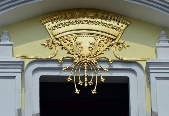 Lâu đài gắn 6 con gà dát vàng của đại gia Cầu Giấy - Ảnh 8