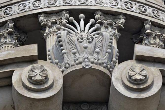 Lâu đài gắn 6 con gà dát vàng của đại gia Cầu Giấy - Ảnh 9