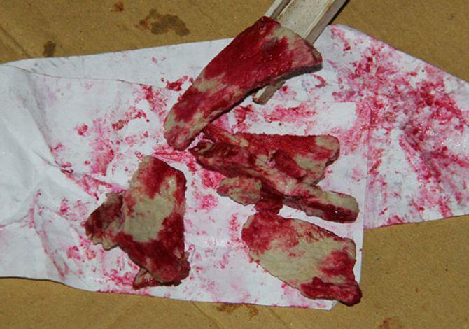 Thịt lợn đã luộc chín chuyển màu đỏ lạ, người dân hoang mang - Ảnh 2