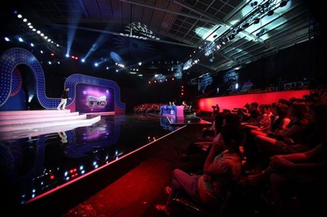 """Trấn Thành """"đụng độ"""" Hoài Linh, Việt Hương trong gameshow mới - Ảnh 1"""