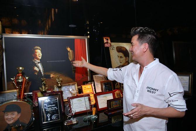 Mr Đàm khoe BST giải thưởng cất trong căn biệt thự sang trọng - Ảnh 10