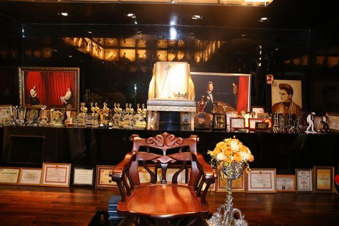 Mr Đàm khoe BST giải thưởng cất trong căn biệt thự sang trọng - Ảnh 3