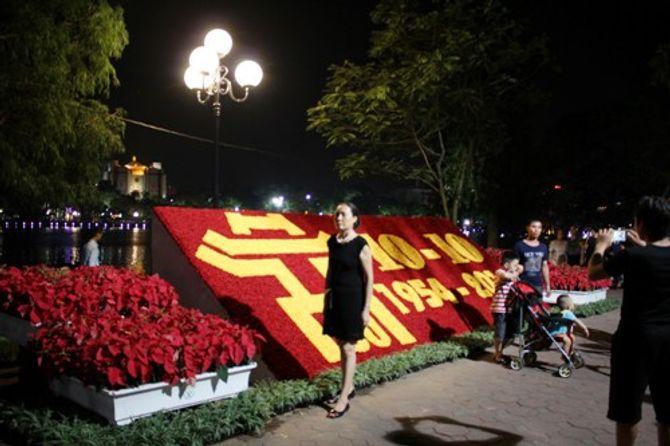 Hình ảnh Thủ đô rực rỡ trước ngày kỷ niệm 60 năm giải phóng - Ảnh 10