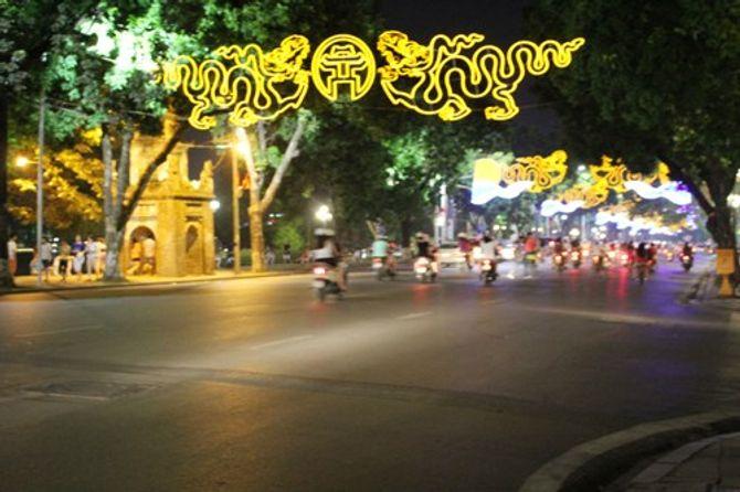 Hình ảnh Thủ đô rực rỡ trước ngày kỷ niệm 60 năm giải phóng - Ảnh 8