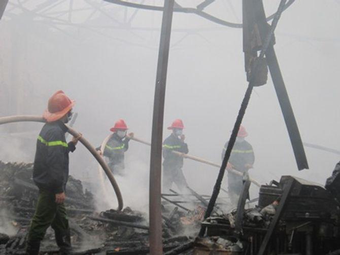 Hà Nội: Cháy lớn trong khuôn viên Trung tâm khí tượng thủy văn 4