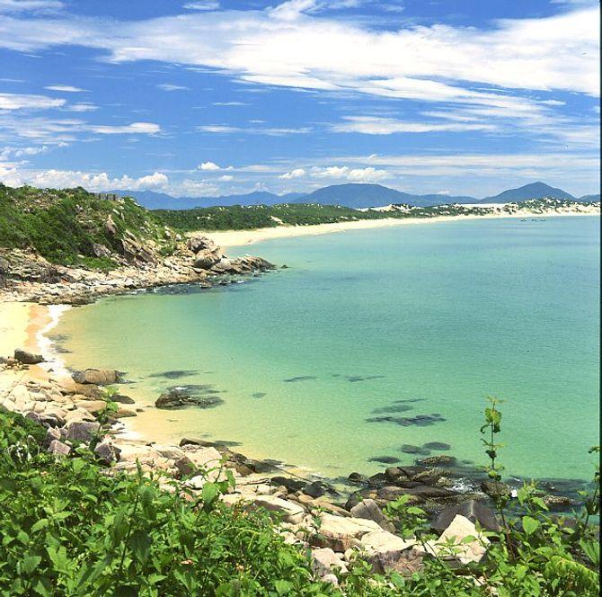 Nghiêm cấm xây dựng khách sạn trên 4 đảo Vịnh Nha Trang - Ảnh 1