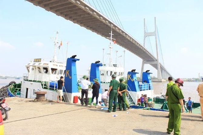 TP.HCM: Tàu bất ngờ phát nổ, hai người thương vong - 2
