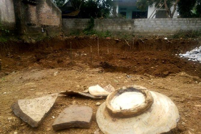 Hãi hùng đào móng nhà, tìm thấy 11 bộ xương - Ảnh 7