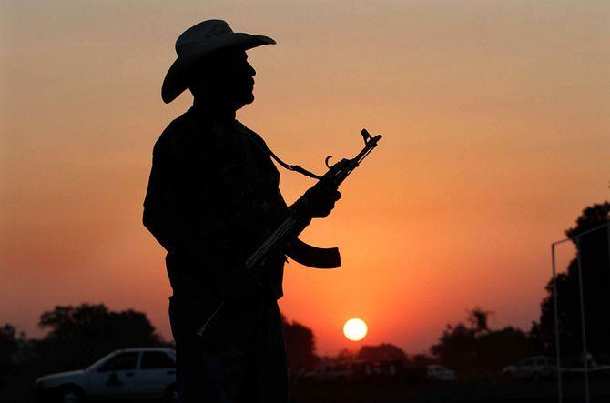 Hình ảnh  tự vệ chống các băng đảng ma túy ở  Mexico - Ảnh 1