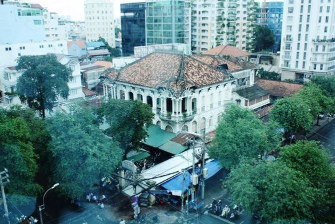 Biệt thự 100 tuổi giữa Sài Gòn được rao bán hơn 700 tỷ - Ảnh 2