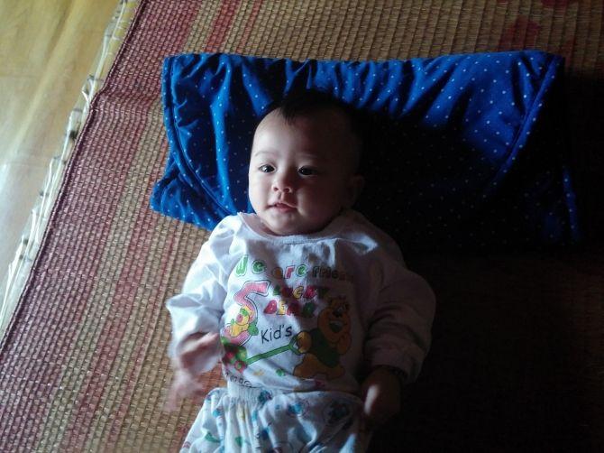 Cháu bé bị bỏ rơi ở chùa Diên Khánh đã được đón về nuôi - Ảnh 1