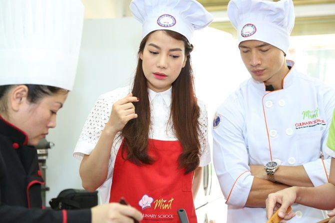 Trương Ngọc Ánh - Kim Lý tình tứ cùng vào bếp - Ảnh 3