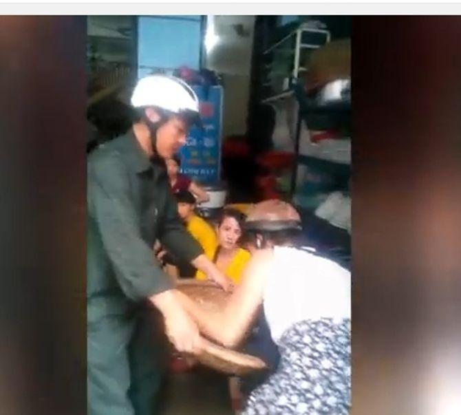 """Chủ tịch Sầm Sơn nói về clip """"dân phòng cướp tôm về uống rượu"""" - Ảnh 1"""