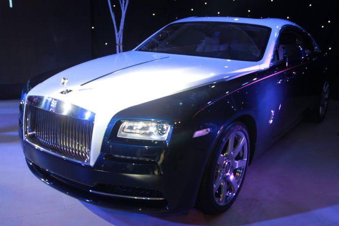 Ai là chủ nhân 'siêu xe' Rolls-Royce Wraith 18 tỷ tại Việt Nam?