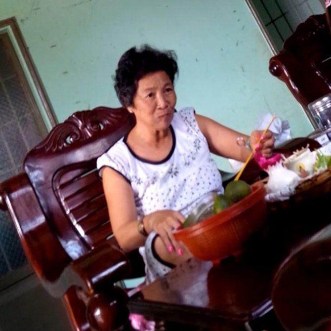 """""""Làng xem bói"""" Tây Ninh: Vừa lên đồng, vừa xem tivi và ăn nhậu 5"""