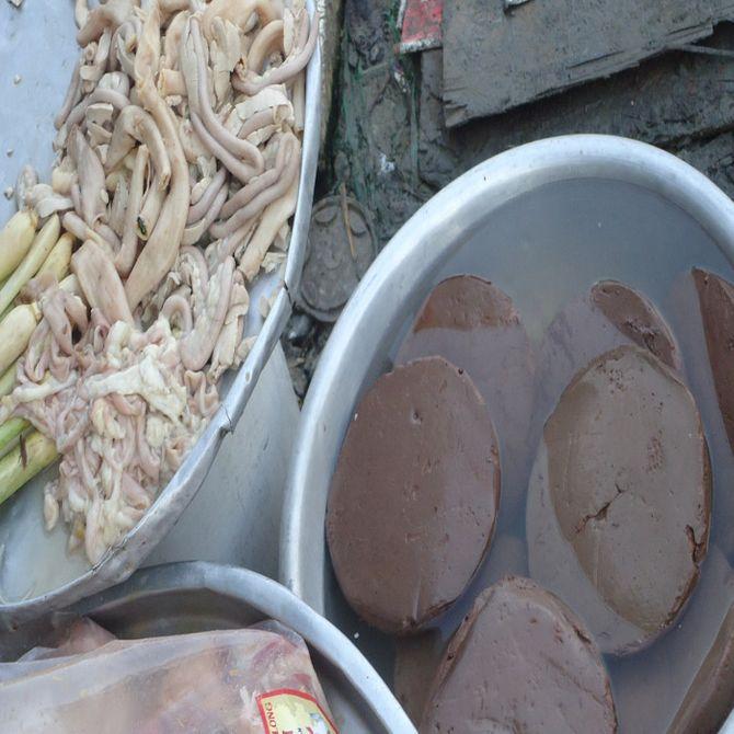 """Hãi hùng những """"chuyến xe ma"""" chở thực phẩm bẩn vào TP.HCM - Ảnh 1"""