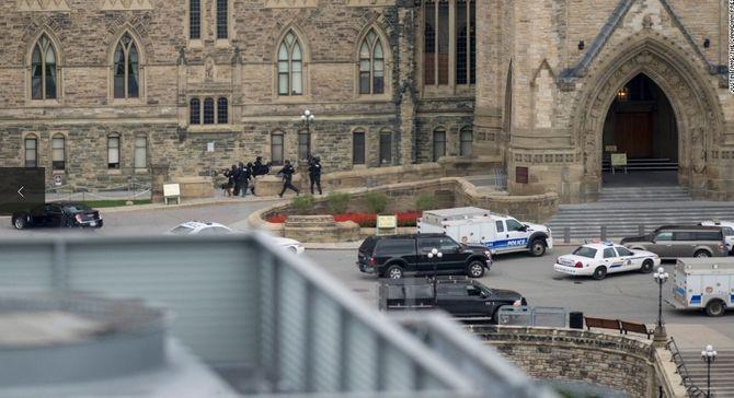 Hiện trường vụ xả súng kinh hoàng ở tòa nhà Quốc hội Canada - Ảnh 1