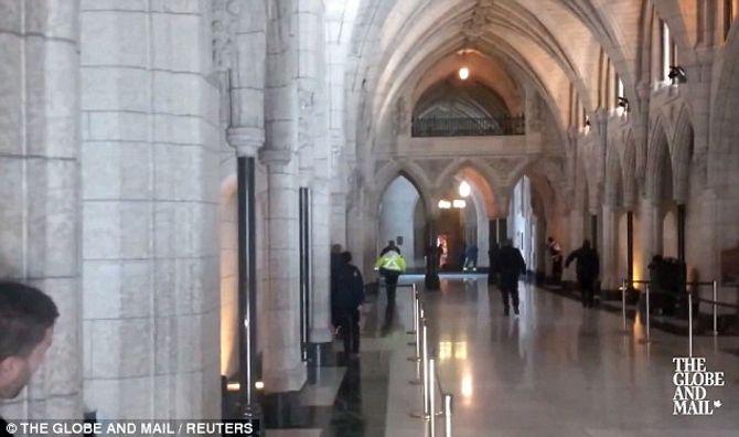 Hiện trường vụ xả súng kinh hoàng ở tòa nhà Quốc hội Canada - Ảnh 6