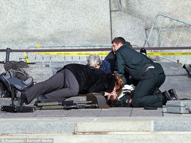 Hiện trường vụ xả súng kinh hoàng ở tòa nhà Quốc hội Canada - Ảnh 5