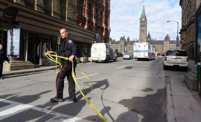 Hiện trường vụ xả súng kinh hoàng ở tòa nhà Quốc hội Canada - Ảnh 8