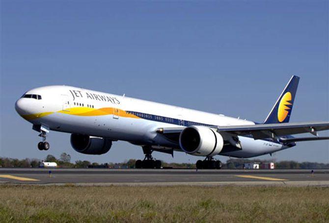 Máy bay Boeing 777 của Ấn Độ rơi tự do vì phi công ngủ gật