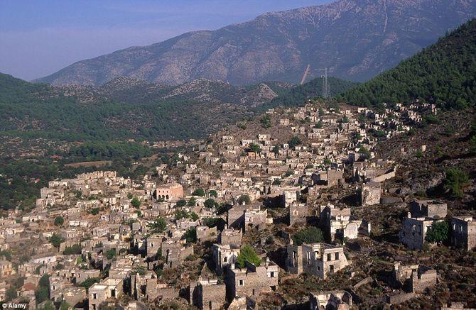 """Khám phá """"thị trấn ma"""" Kayaköy ở Thổ Nhĩ Kỳ"""
