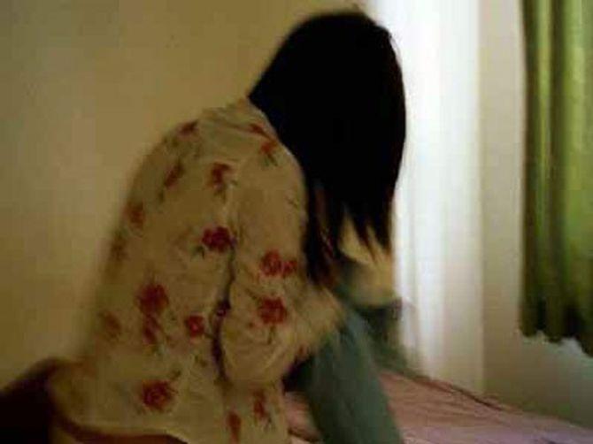 Vợ suy sụp vì chồng vào nhà nghỉ với chị họ 14 tuổi
