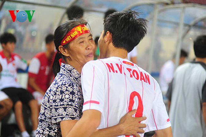 Mẹ Công Phượng hứa sẽ mổ trâu khao cả ĐT U19 Việt Nam