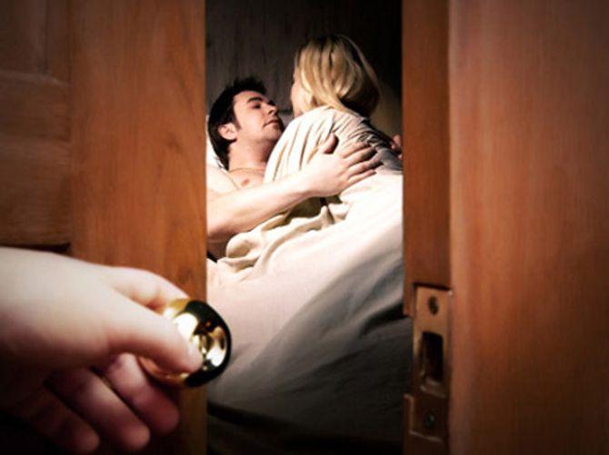 Ngày chồng vào khách sạn hú hí, tôi đã im lặng bỏ ra về