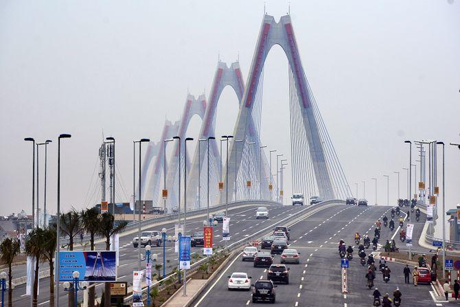Hà Nội: Cấm các phương tiện qua cầu Nhật Tân vào đêm giao thừa