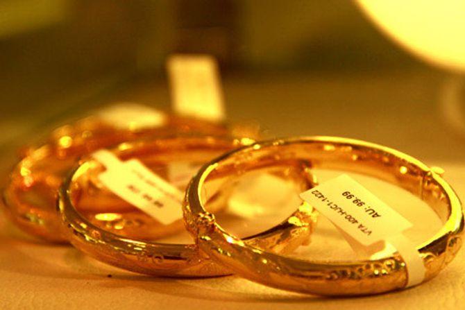 Giá vàng ngày 19/11: Giá vàng trong nước xuống dưới 35,4 triệu