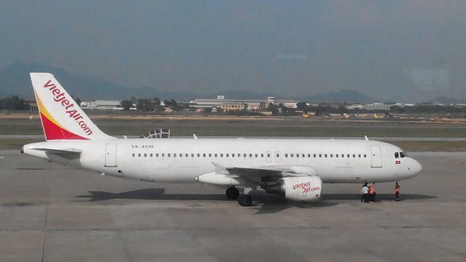 Trục trặc kỹ thuật máy bay Vietjet Air hạ cánh khẩn cấp