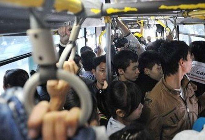 Không dám lên tiếng khi bị quấy rối tình dục trên xe buýt 6