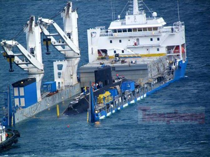 Hình ảnh hạ thủy tàu ngầm Hải Phòng tại vịnh Cam Ranh 6