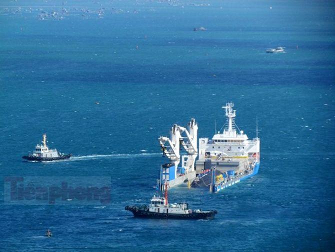 Hình ảnh hạ thủy tàu ngầm Hải Phòng tại vịnh Cam Ranh 5