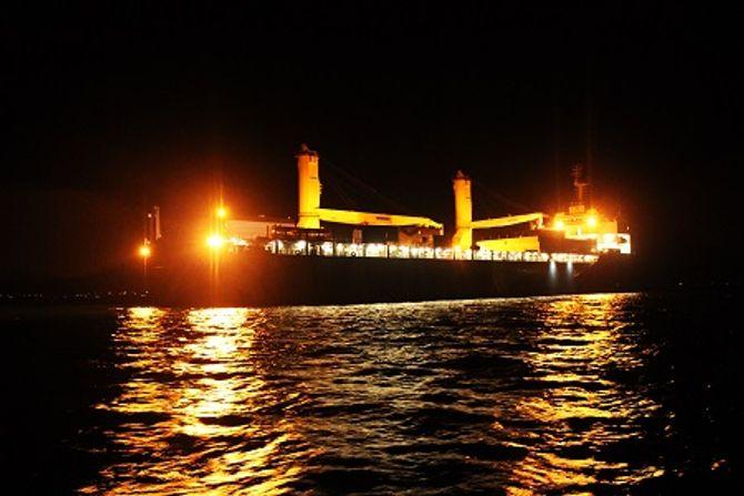 Hình ảnh hạ thủy tàu ngầm Hải Phòng tại vịnh Cam Ranh 7
