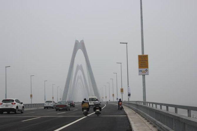 Hà Nội sẽ có dịch vụ tham quan cầu Nhật Tân bằng xe điện?