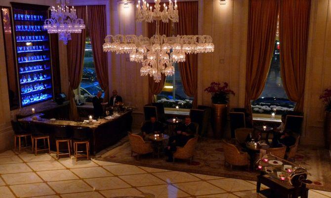 Đại gia chi 83.000 USD một đêm để ngủ khách sạn siêu sang - Ảnh 3