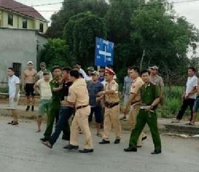 Vi phạm giao thông còn liều lĩnh tấn công lực lượng CSGT