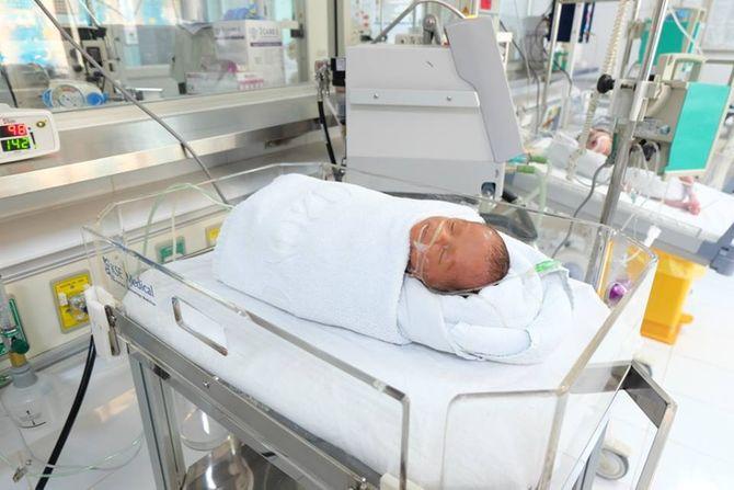 Tin mới nhất về bé 7 tháng bị đẻ rơi trong nhà vệ sinh