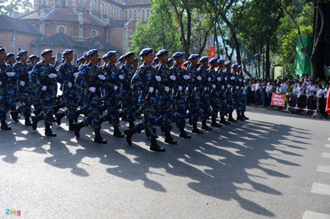 Cận cảnh tổng duyệt mít tinh, diễu binh mừng 40 năm thống nhất đất nước - Ảnh 8