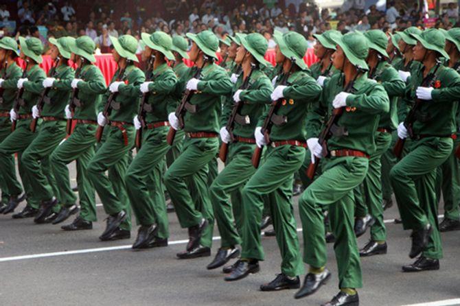 Cận cảnh tổng duyệt mít tinh, diễu binh mừng 40 năm thống nhất đất nước - Ảnh 2