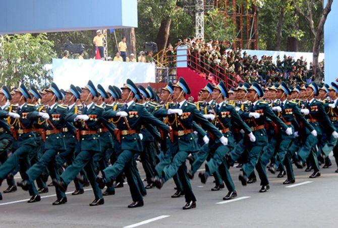 Cận cảnh tổng duyệt mít tinh, diễu binh mừng 40 năm thống nhất đất nước - Ảnh 4